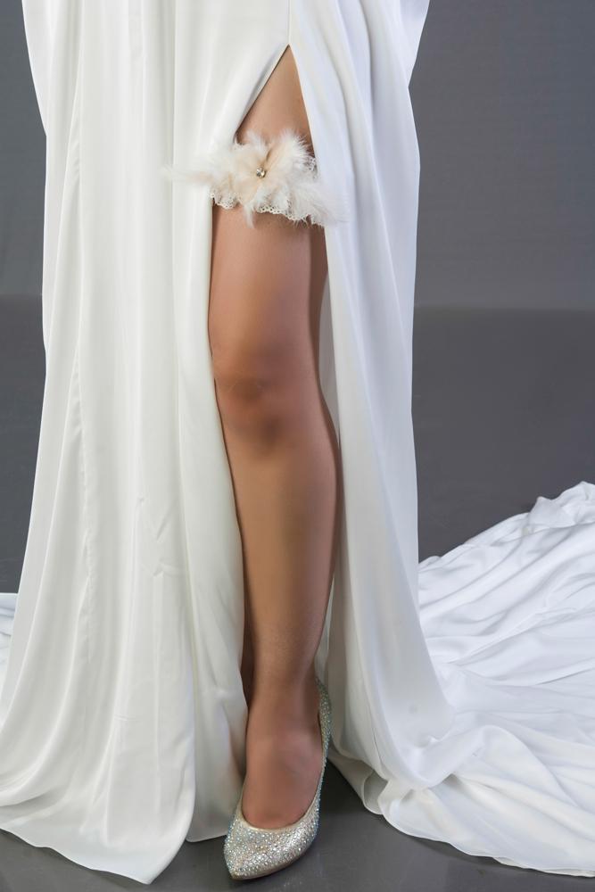 wedding-accessories-2018-garter-floral