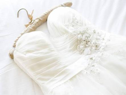 HOW TO PRESERVE THE WEDDING GOWN SO THAT IT LASTS A LIFETIME ??